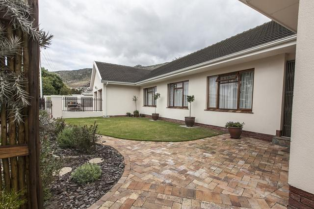 Property For Sale in Fish Hoek, Cape Town 2